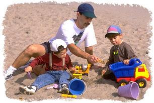 Важната роля на детските игри Father_and_boys_playing